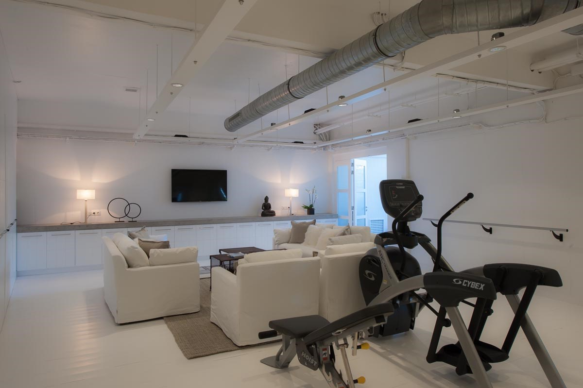Entertainment & Fitness Area - © ALeese