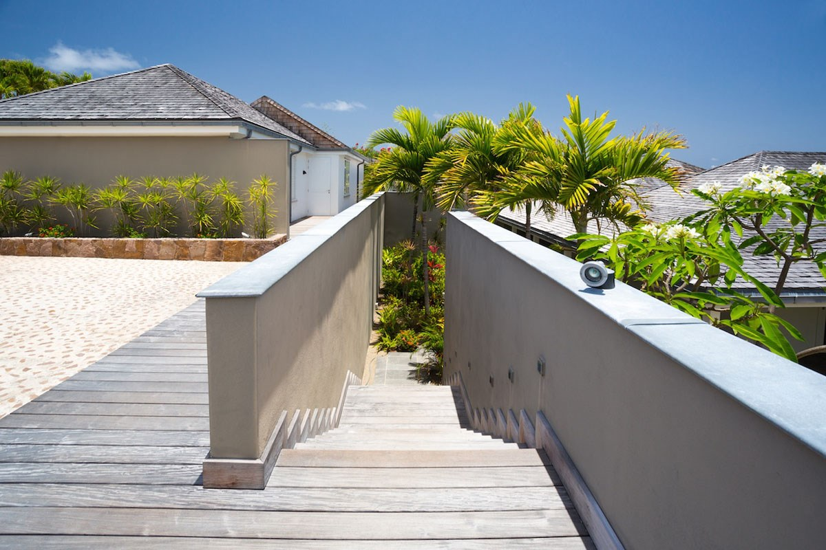 Villa Cosmos - Eden-Rock-Villa-Rental - exterior entrance ©Pierre Carreau