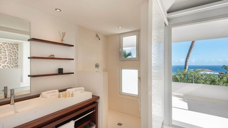 Ultraluxe Villa Eclipse - ERVR - Bathroom.jpg